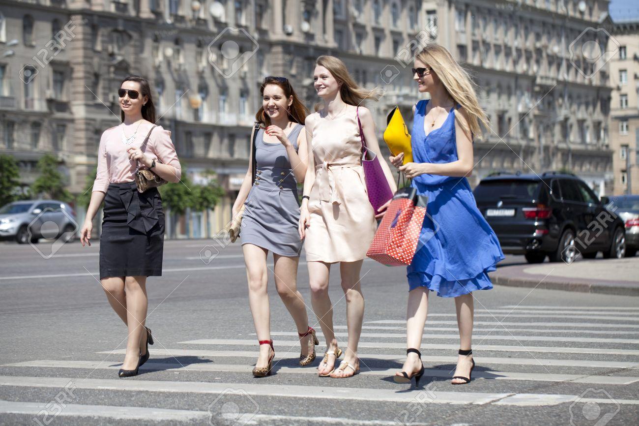 dikiy-foto-zhenshin-s-ulits-goroda-video-telefoni-minetchitsi