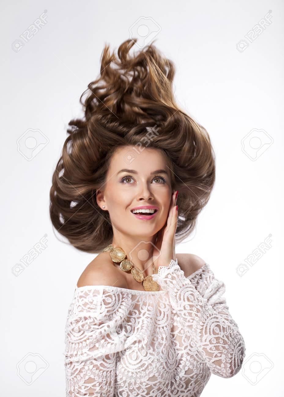 Portrait Close Up Der Jungen Schönen Frau Mit Trendy Frisur