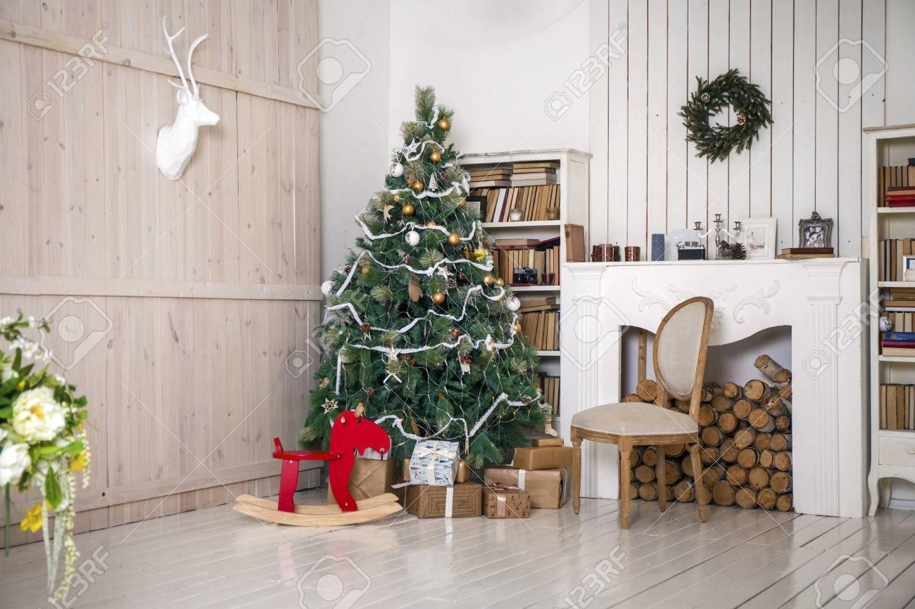 Weihnachten Eingerichtete Zimmer, Fotostudio Innen Lizenzfreie Fotos ...