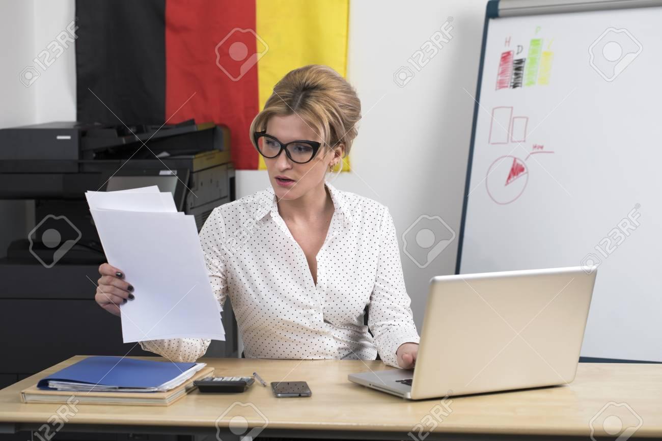 Secrétaire allemande fait son travail