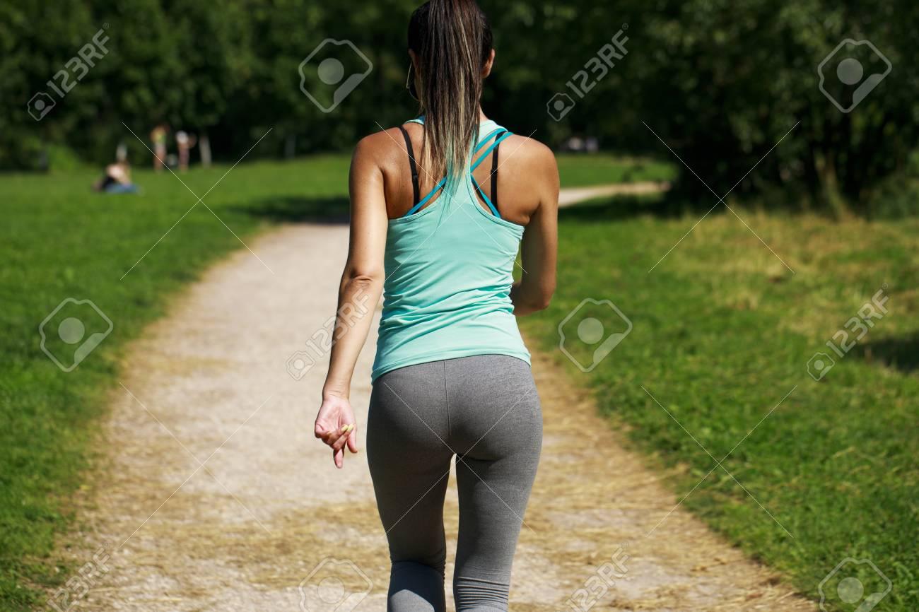 girls-ass-walking