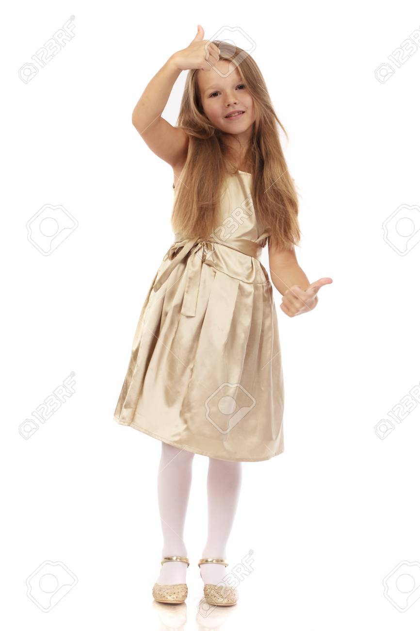 Hermosa Niña Rubia En Vestido Dorado Aislado Sobre Fondo Blanco