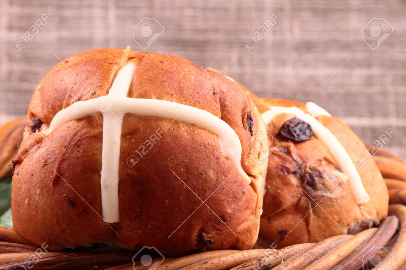 hot cross buns traditional easter fresh food Stock Photo - 8947485