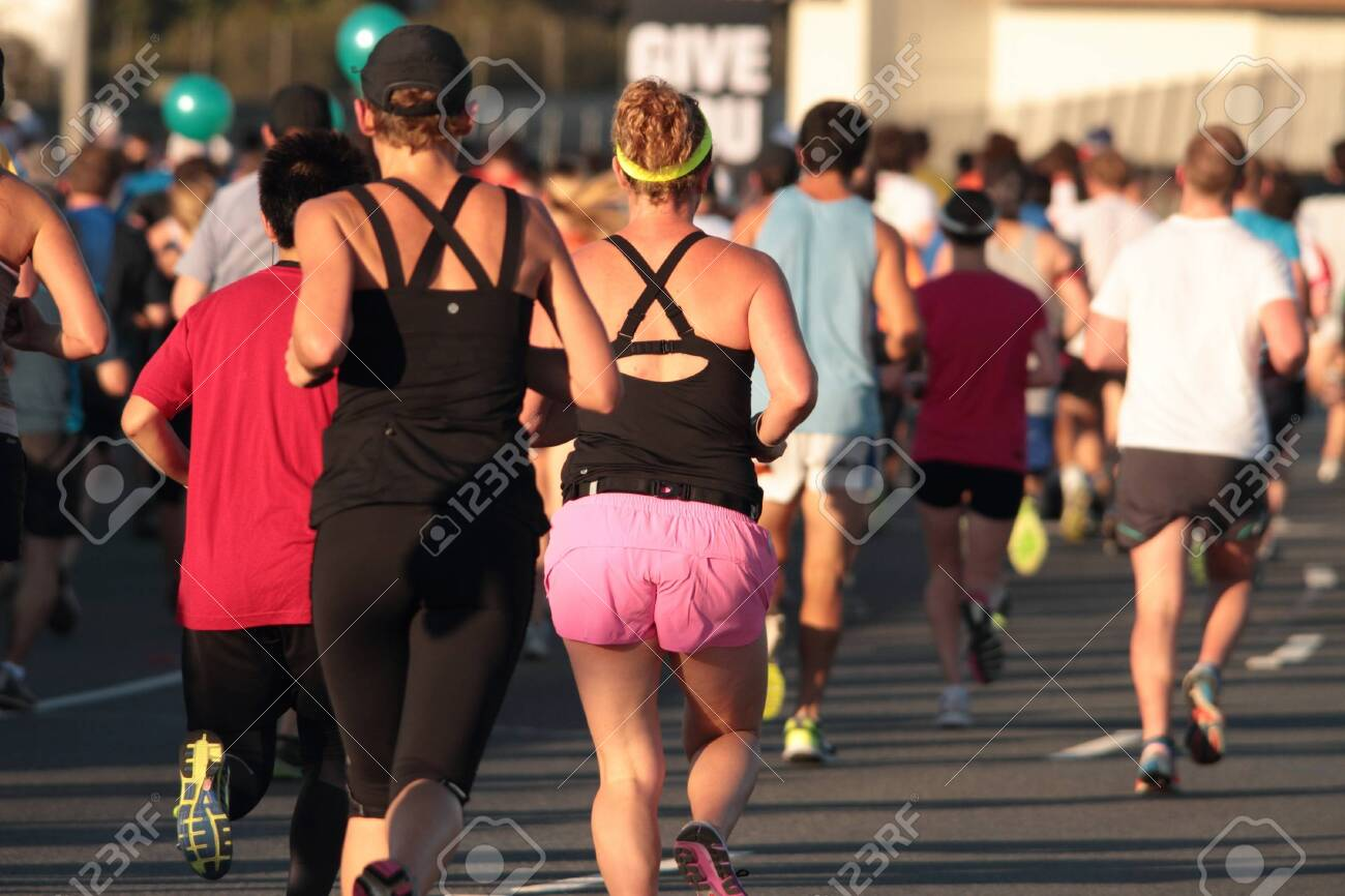 BRISBANE, AUSTRALIA - SEPTEMBER 02 : Unidentified runners  participating in the Bridge to Brisbane charity fun run on September 02, 2012 in Brisbane, Australia Stock Photo - 15269692