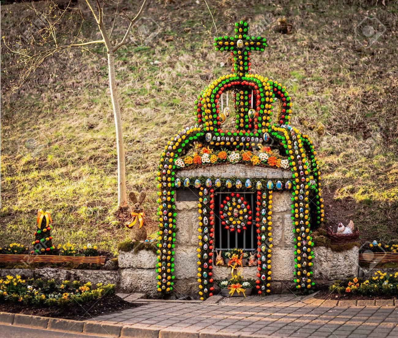 Coutume Allemande tradition allemande pâques - eh bien décoré avec des oeufs de pâques