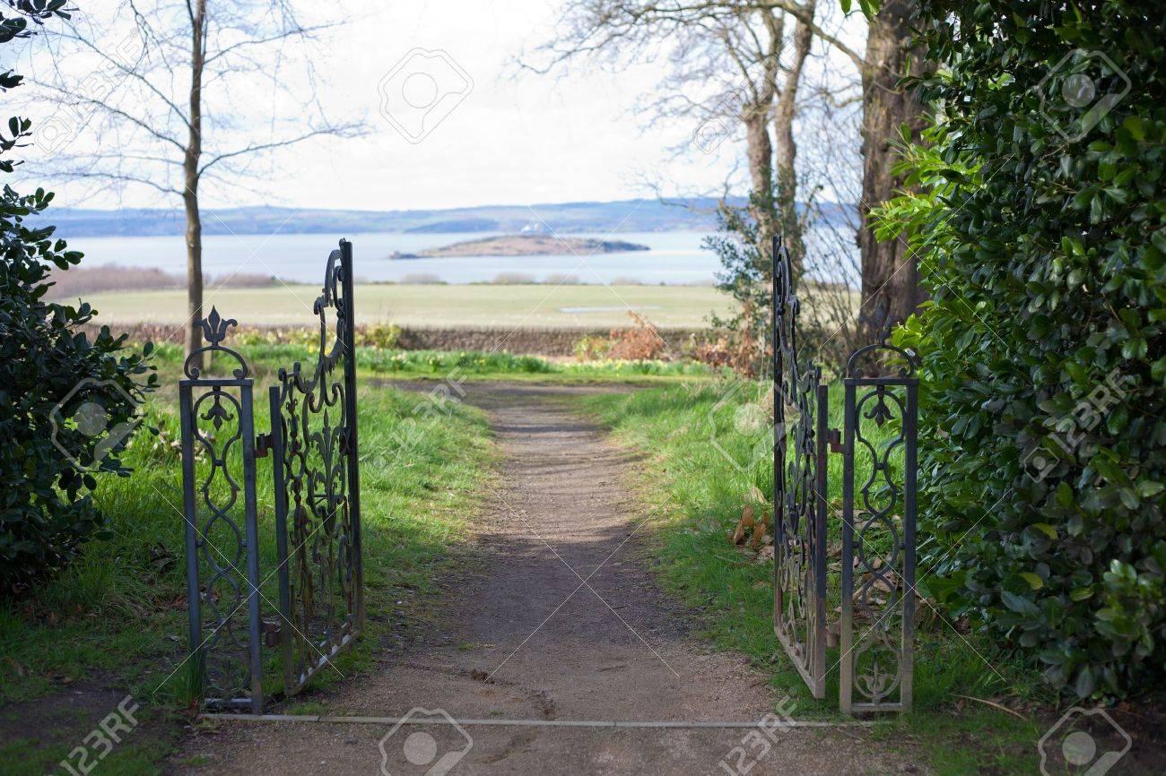 Open gate Stock Photo - 19904328