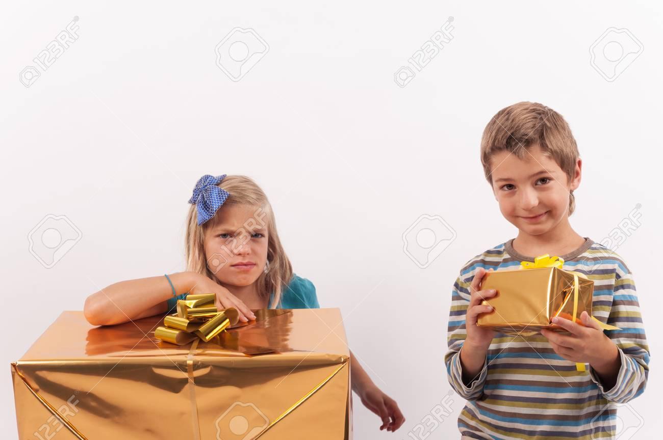 Geschwister Weihnachtsgeschenke - Der Bruder Ist Glücklich Mit Einem ...