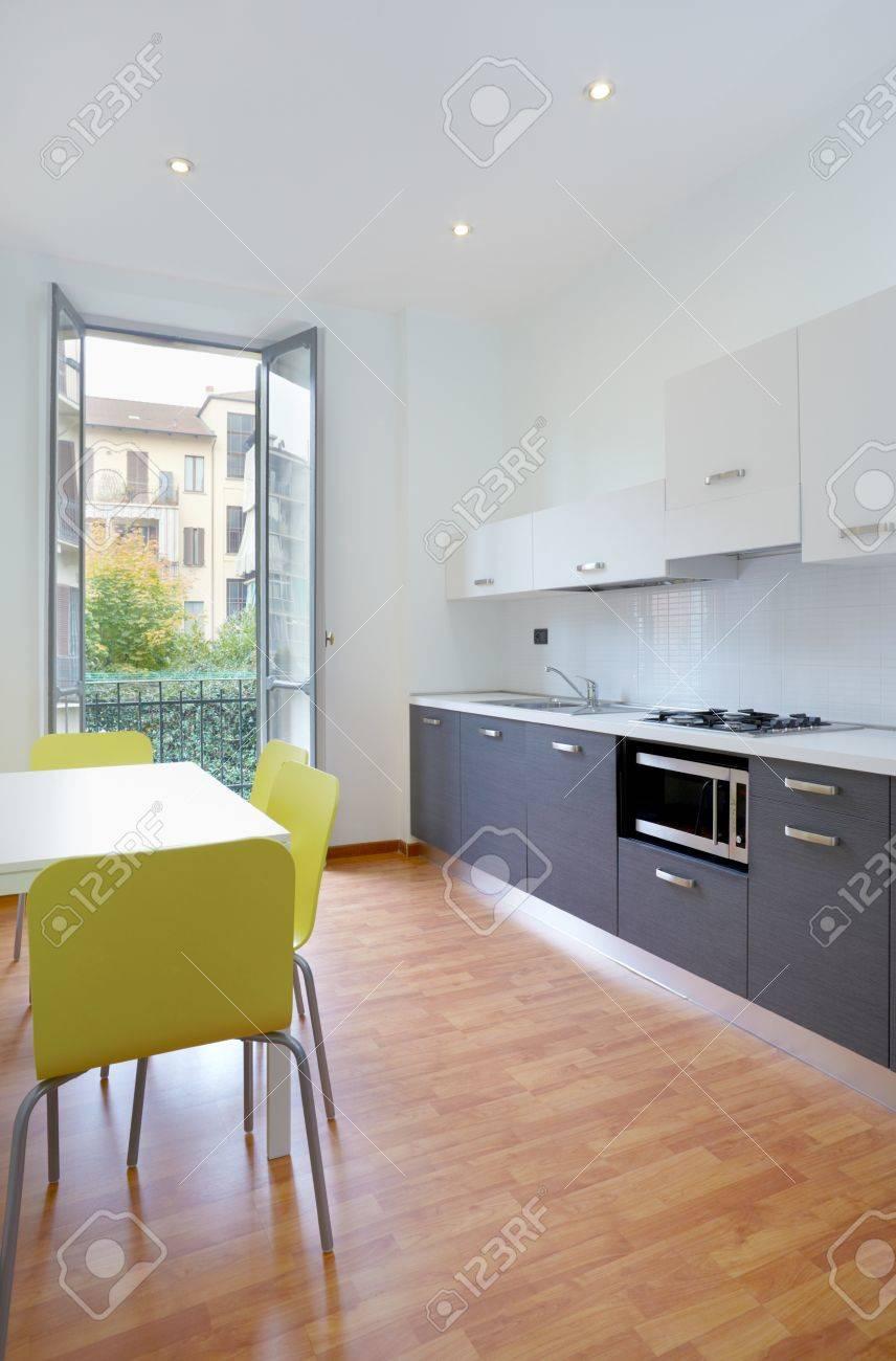 Modern kitchen in new apartment Stock Photo - 18520032