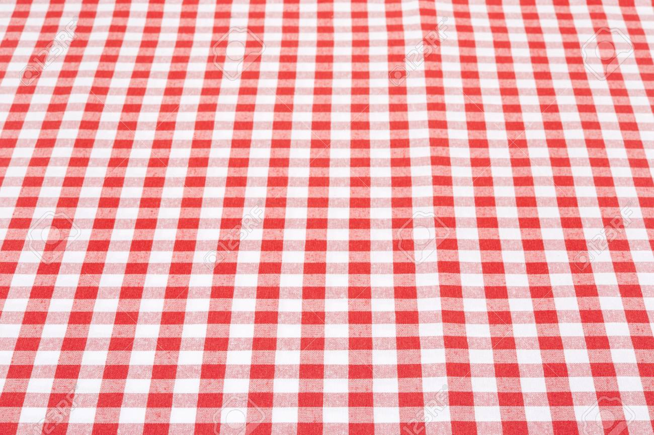 Superbe Red And White Gingham Tablecloth Stock Photo   20200313