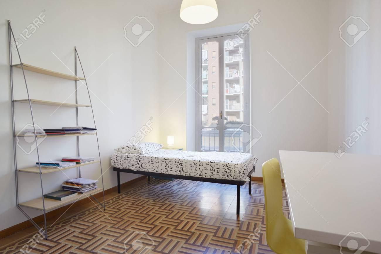 Chambre Simple, Design Intérieur Moderne Dans Le Nouvel Appartement ...
