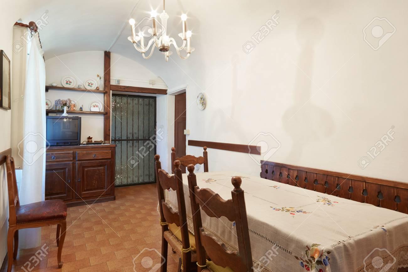 Simple Salle à Manger Intérieur Dans La Vieille Maison En Italie