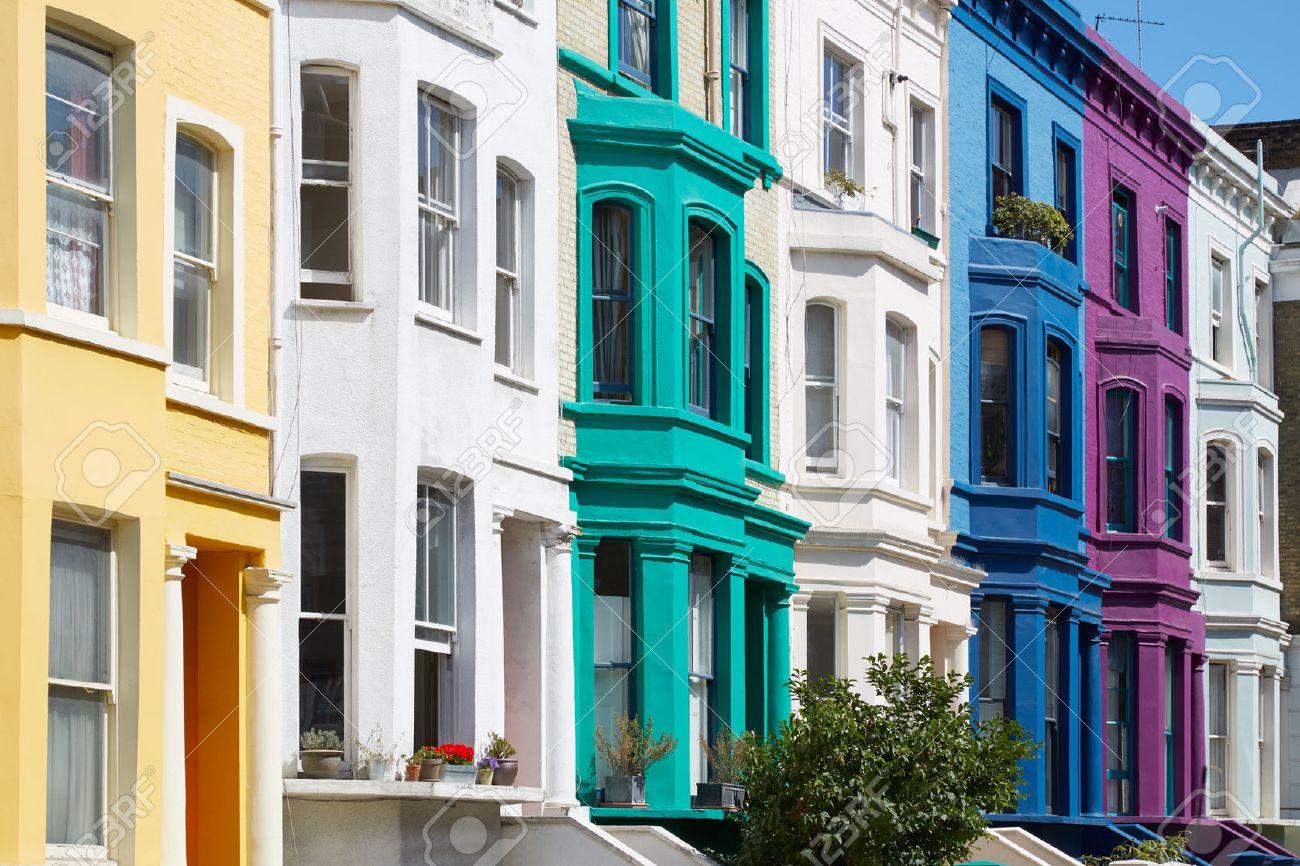 Coloridas Casas Inglesas Fachadas En Londres Cerca De Portobello Road En Un  Día Soleado Foto De
