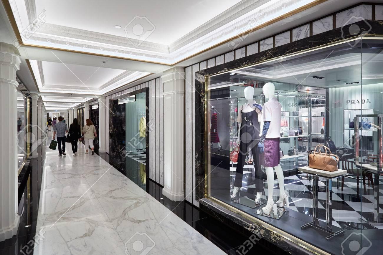 Le Grand Magasin Harrods Intérieur, Des Boutiques De Mode De Luxe à ...