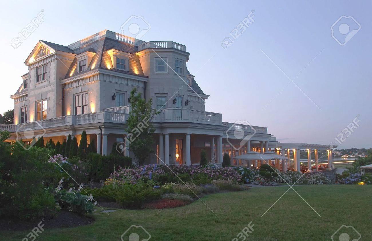 Historic Mansion - 2703650