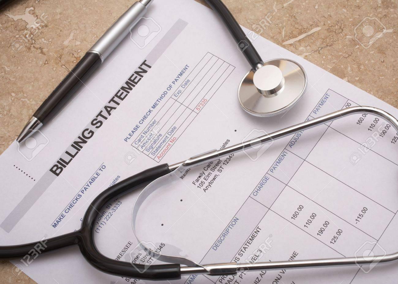 Stethoskop Auf Medizinische Abrechnung Erklärung Zur Tabelle Werden ...