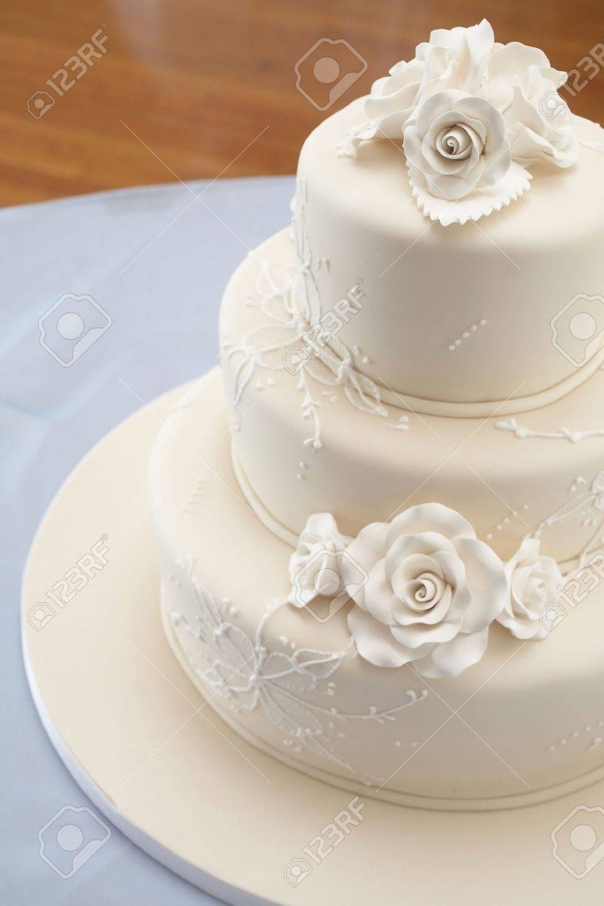 Closeup detail of white wedding cake at reception Stock Photo - 3629975