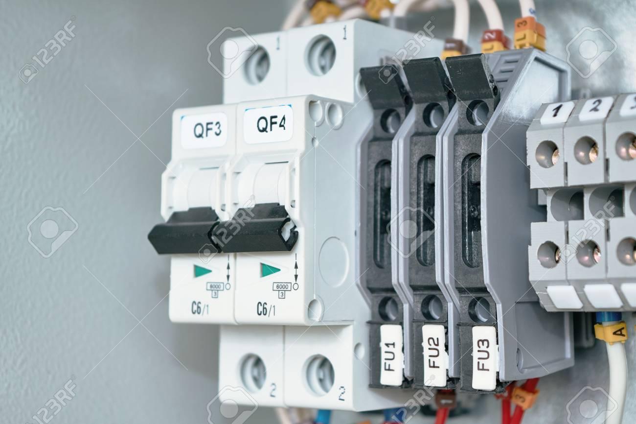 Tolle Kabelklemmen Für Elektrische Kabel Bilder - Schaltplan Serie ...