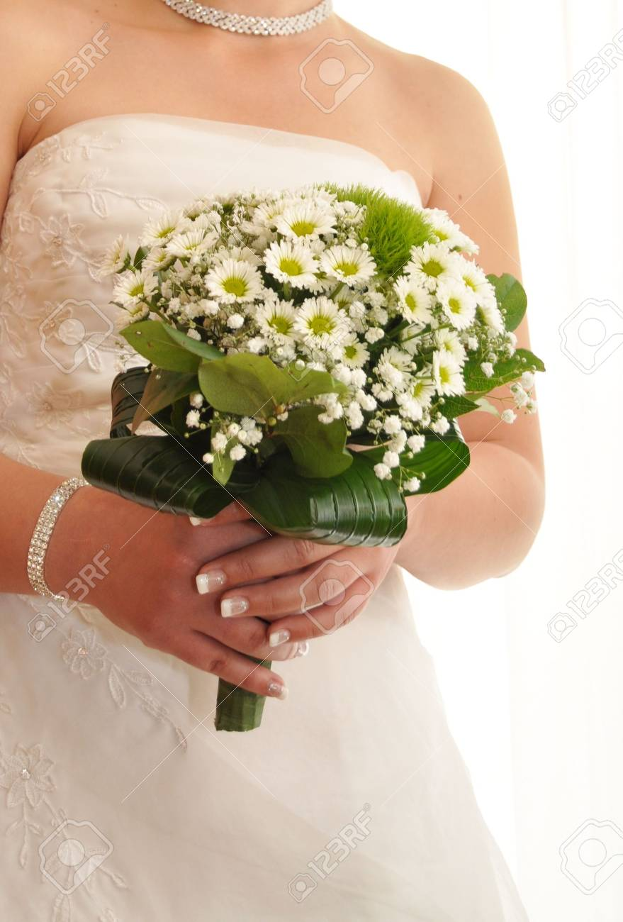 Bride with a white bridal bouquet Stock Photo - 7240738