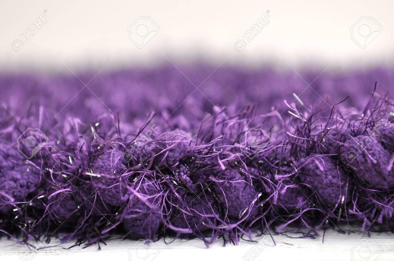 Purple Pom Pom Pestaña Marco Hilo Tejido De Punto Fotos, Retratos ...