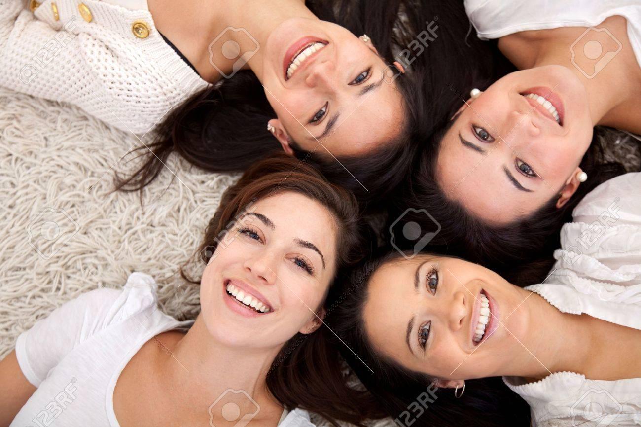 Фото веселые подружки 21 фотография