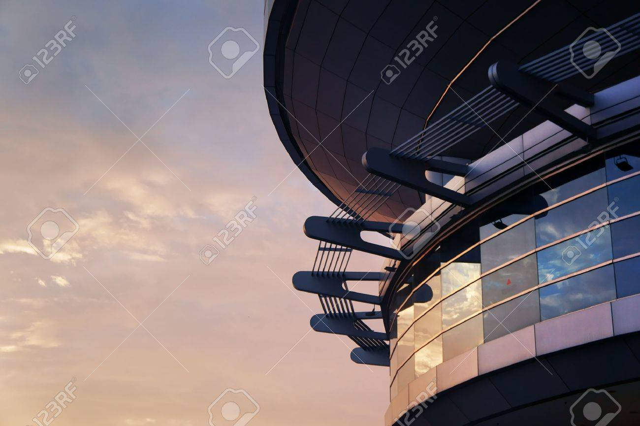 Pointy Futuristic Building reflecting bright red sunset                       Stock Photo - 10881584