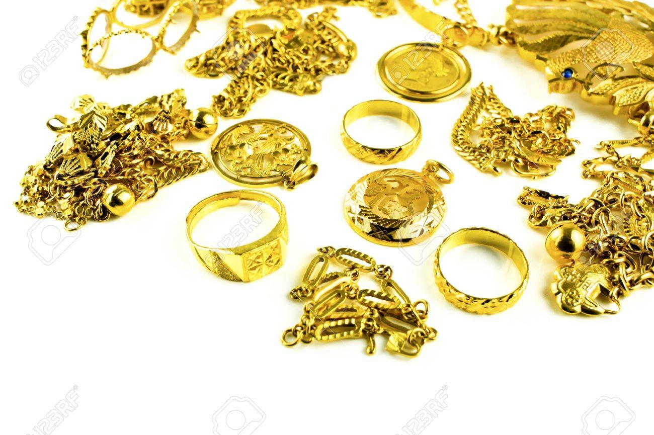 Gold in varies jewelry form on white isolated background Standard-Bild - 13233155