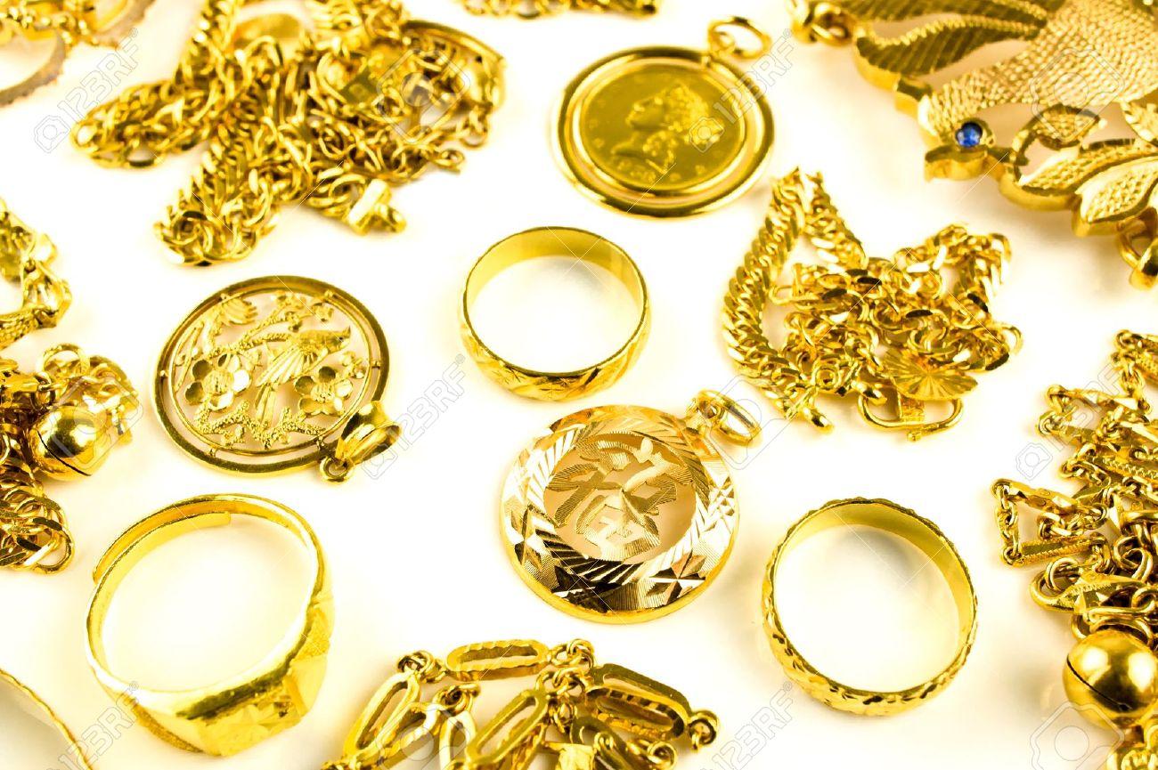 Close up of Gold in variiert jewelry Form auf weißem hintergrund isoliert Standard-Bild - 13233156