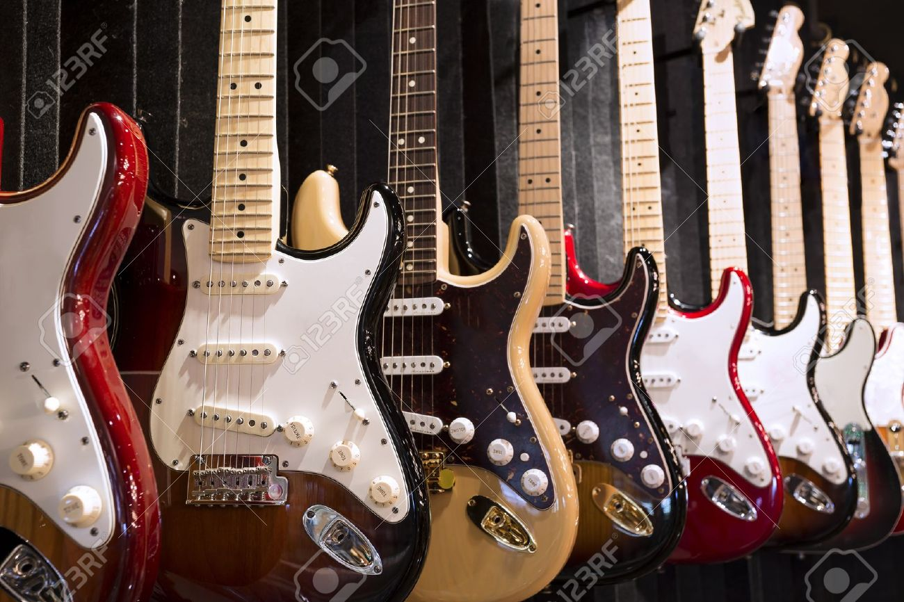 Many electric guitars hanging on wall in the music instrument shop Standard-Bild - 21739728