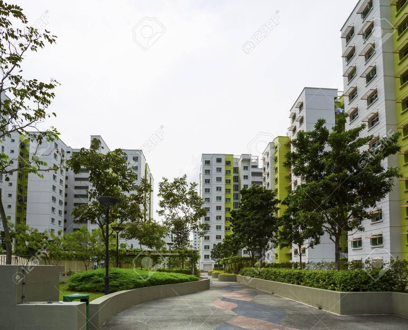 Ein Park, die zu einem grünen Anwesen in Singapur Standard-Bild - 22874623