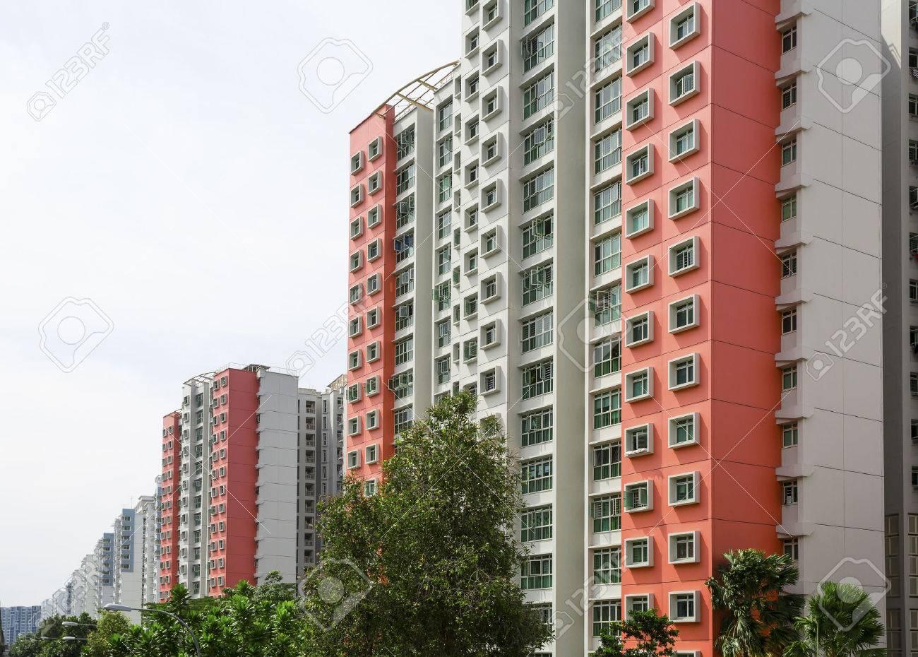 Eine Reihe von roten Farbe Gehäuse Wohnung Standard-Bild - 22874625