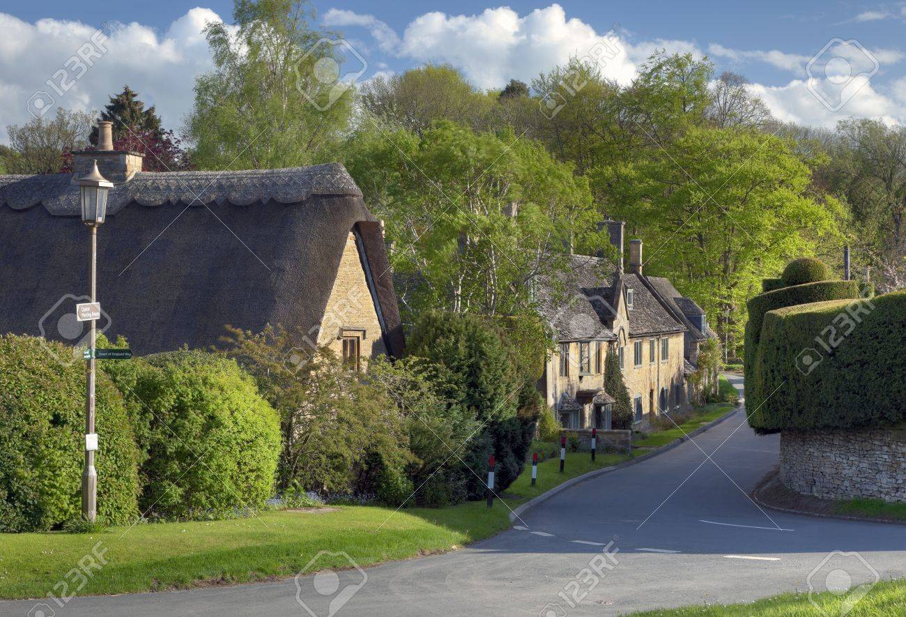 Thatched Cottages In The Cotswold Village Of Broad Campden Gloucestershire England Banque D
