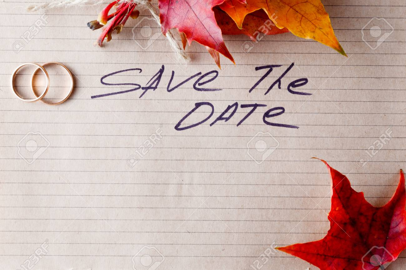 Schön Einladung Hochzeit Karte Mit Goldenen Ringen Und Platz Für Inschrift. Save  The Date Standard