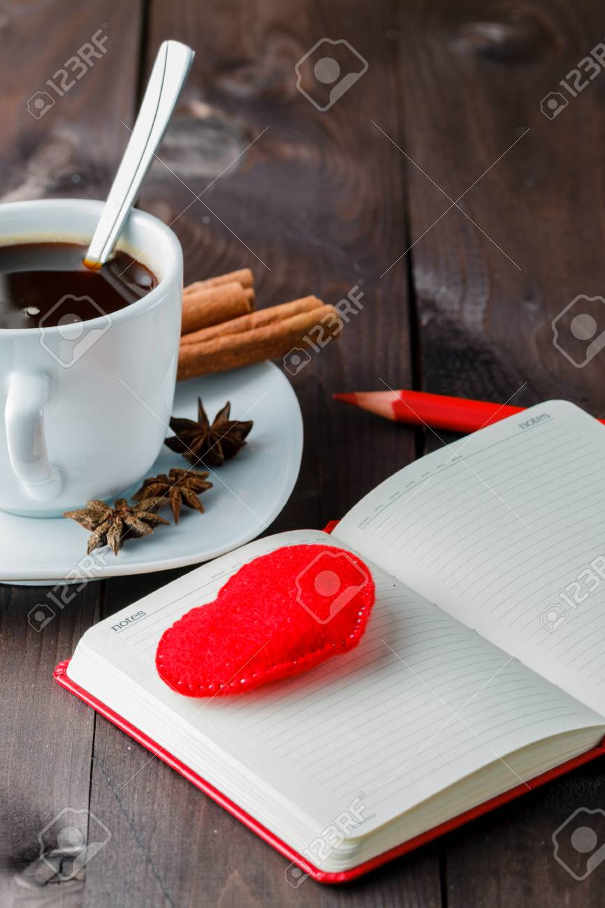 Por La Noche Beber Cafe Lacteos Y Lapiz Con Frase De Amor En La