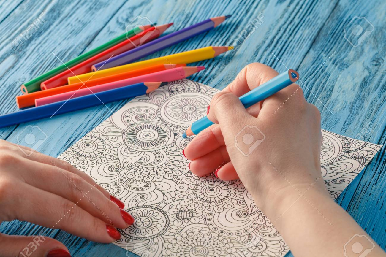 Coloriage Adulte Peinture.Livres A Colorier Adultes Crayons De Couleur Tendance Anti Stress
