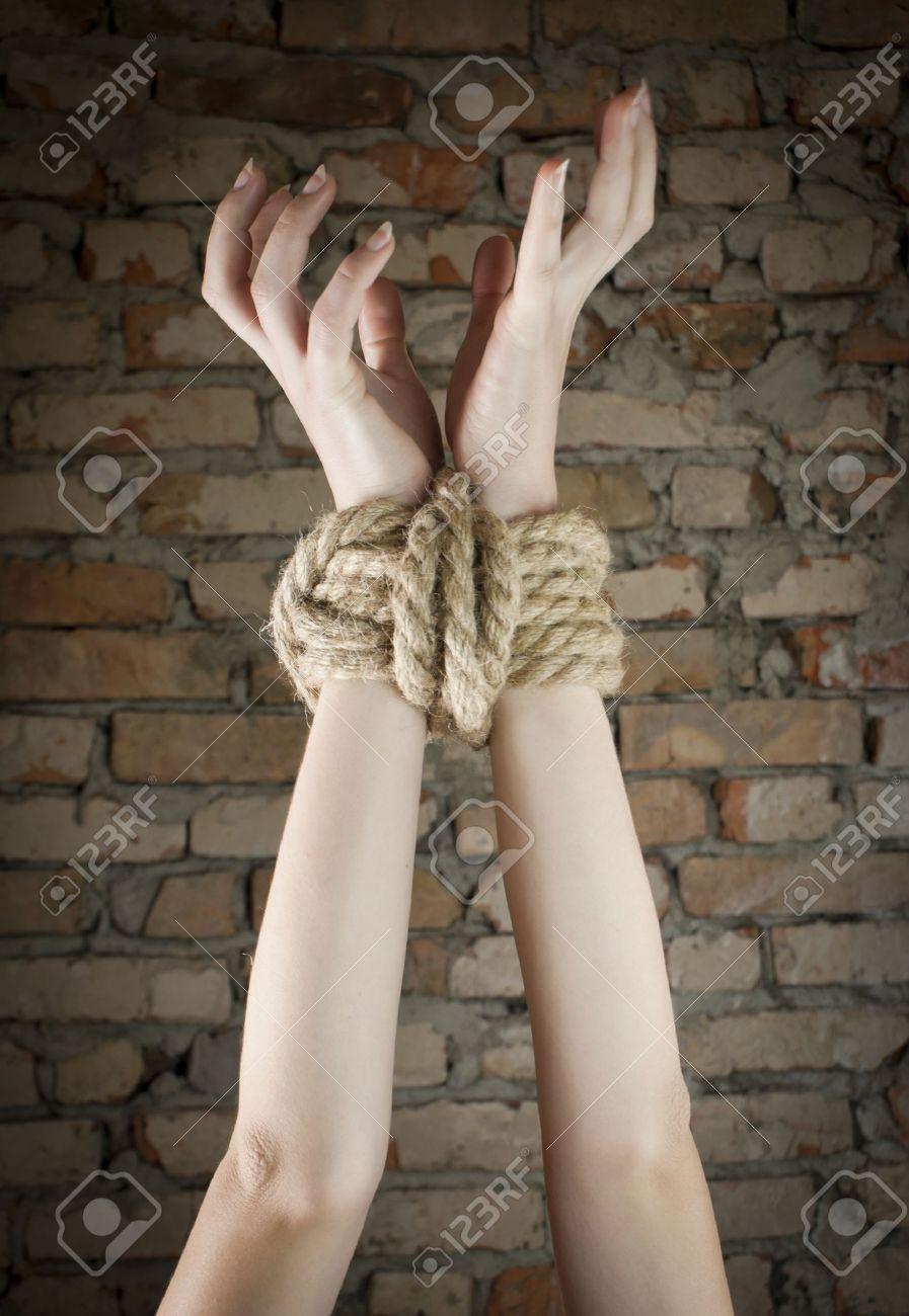 Связанные веревкой блондинки фото 13 фотография