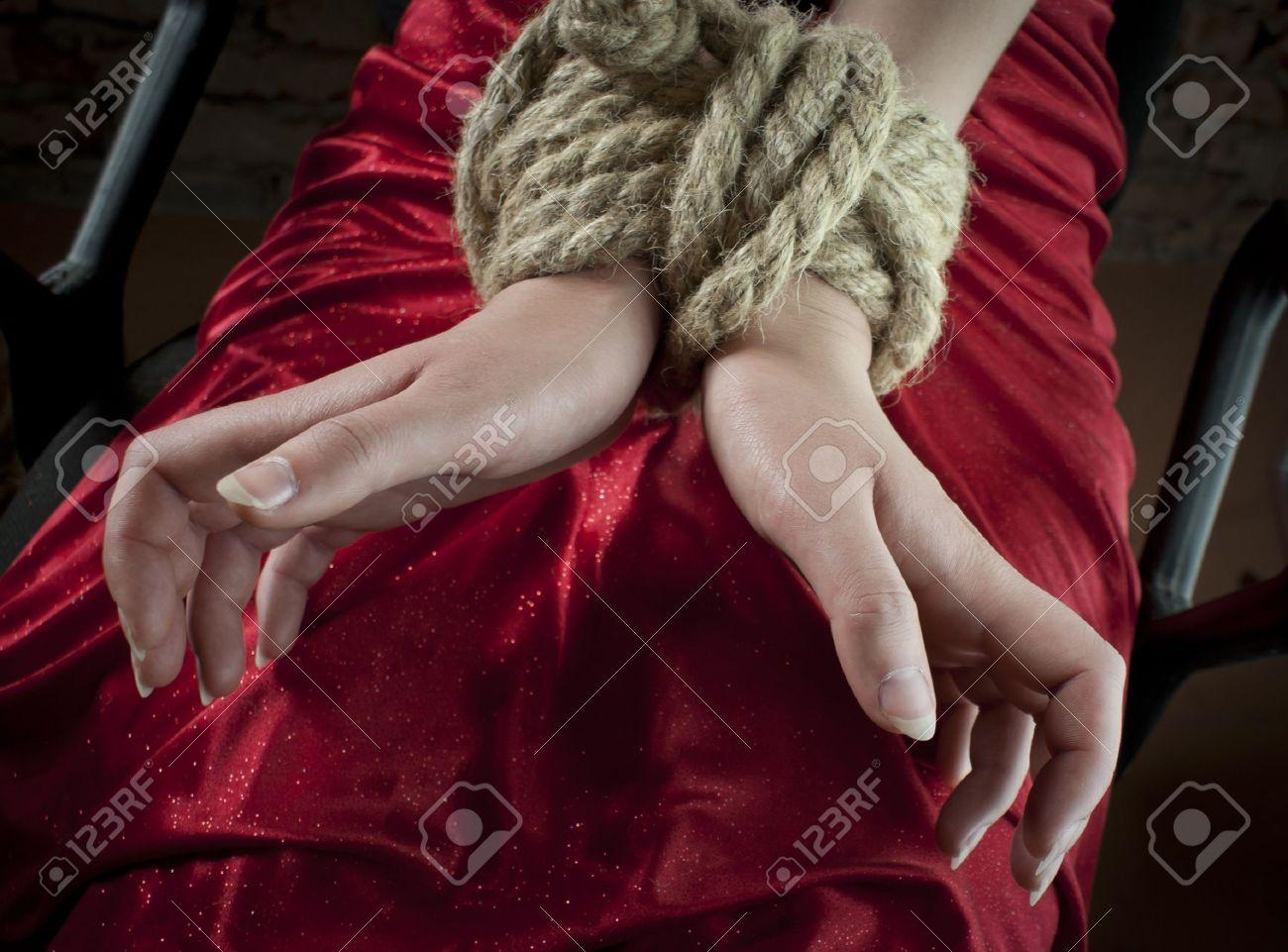 Фото женщин связанных верёвками 25 фотография