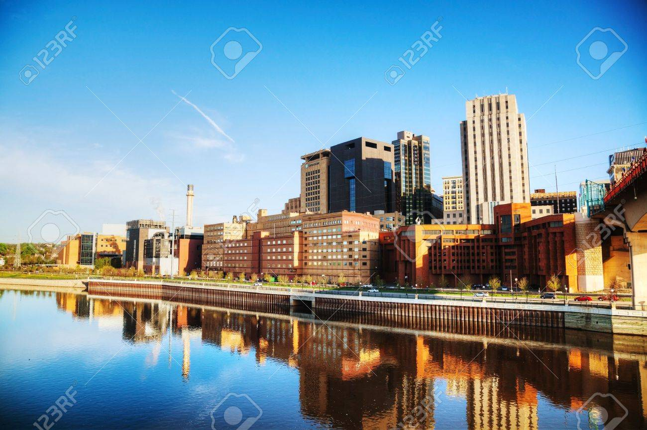 Downtown of St. Paul, MN and Mississippi river - 21269463