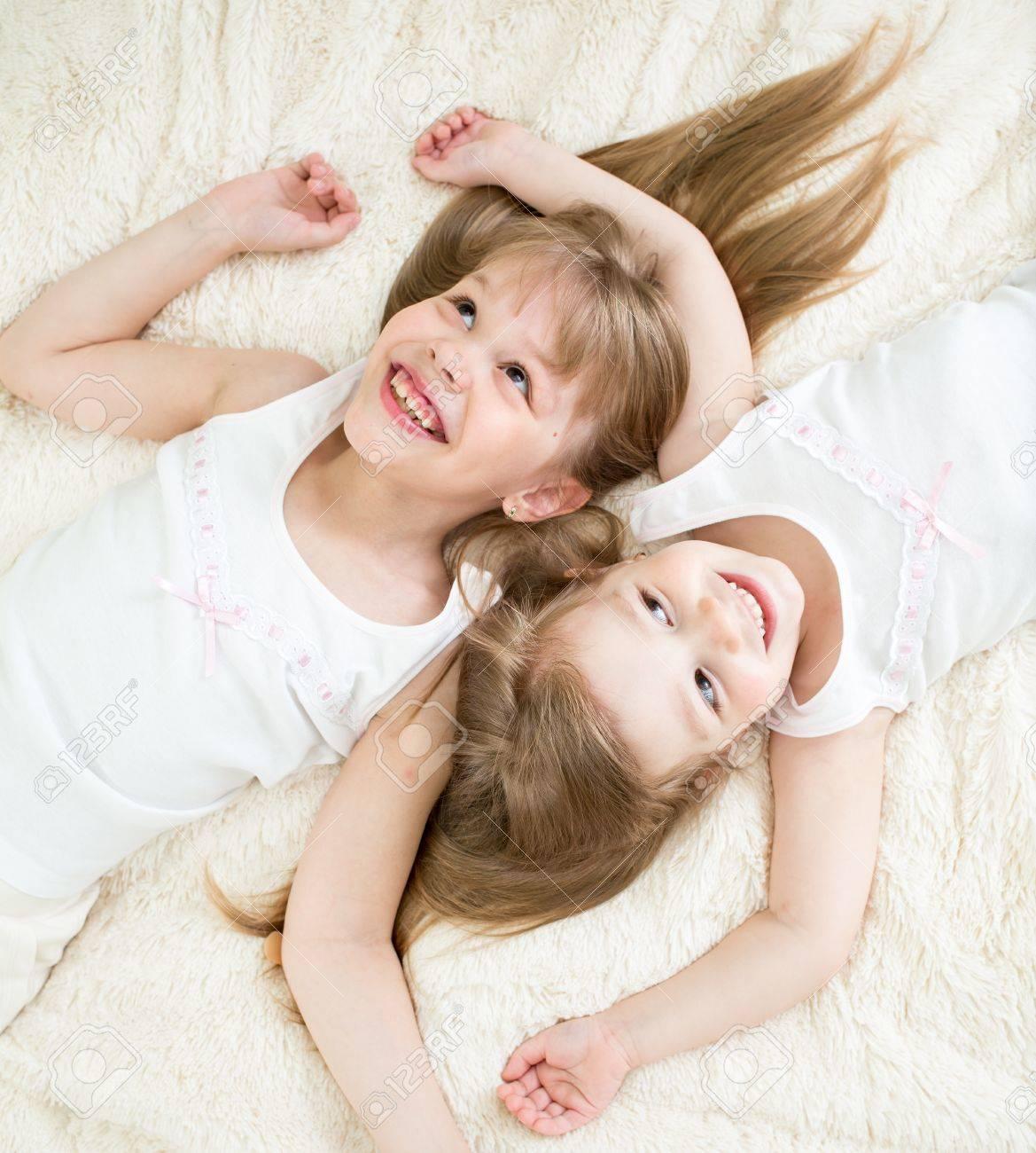 Фото сестры в пижаме 22 фотография