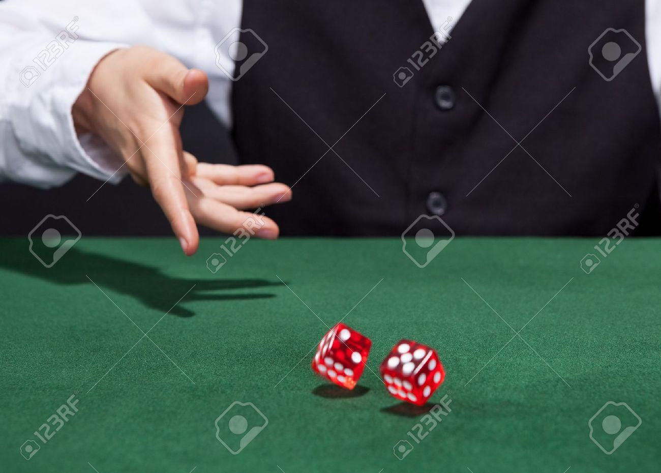 Трахнул крупье на столе в покер 7 фотография