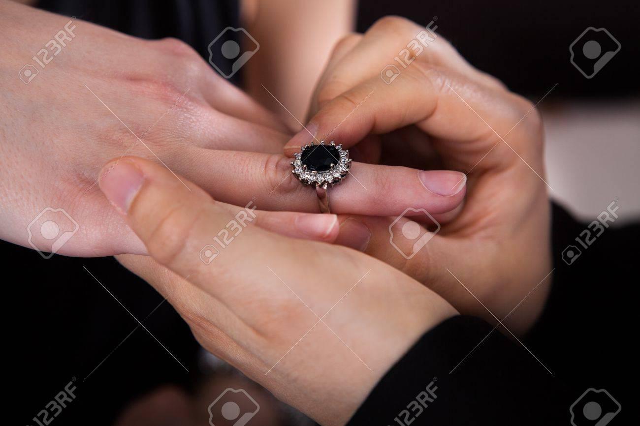 doigt bague homme