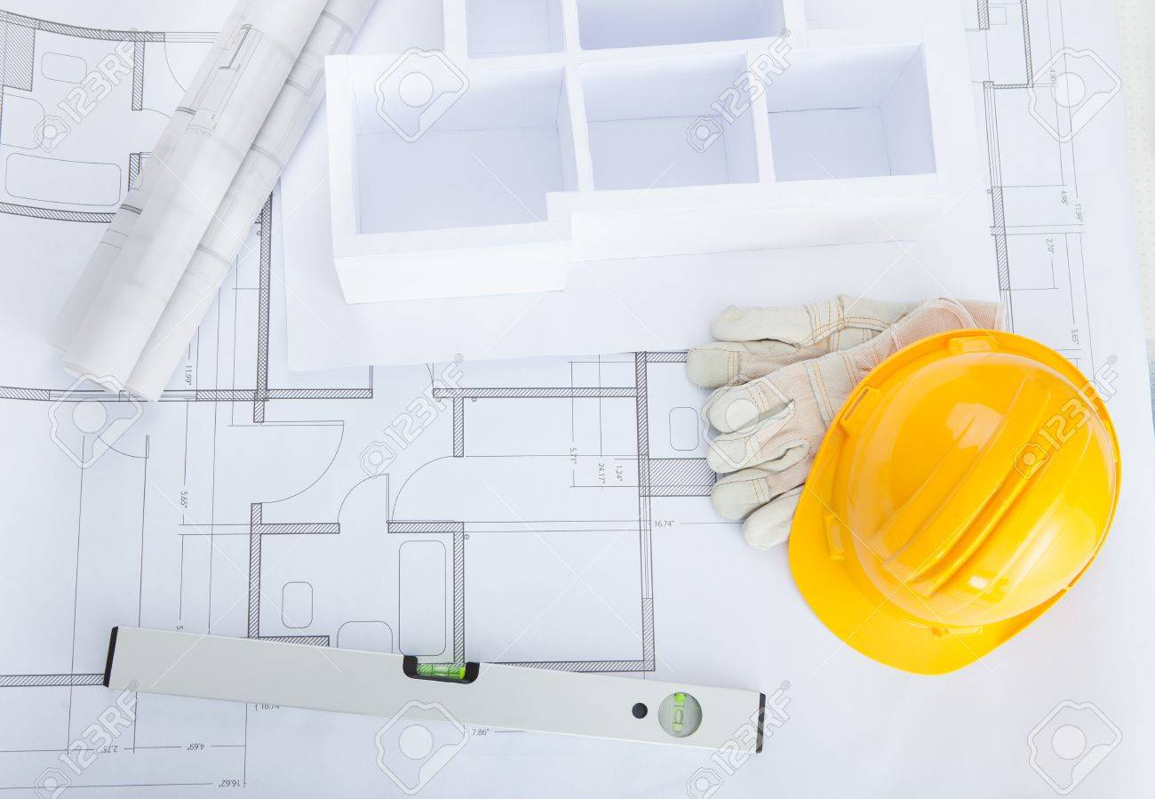 Erhohte Ansicht Von Haus Modell Auf Blueprint Mit Bauarbeiterhelm