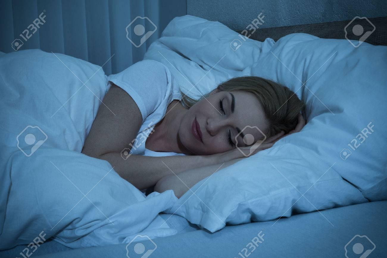 dormir adolescent fille sexe BBW lesbienne manger chatte