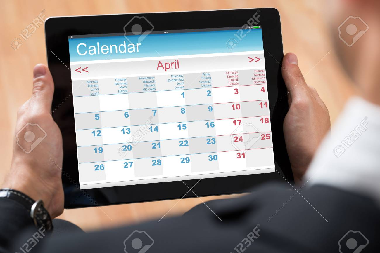 Calendrier Digital.Close Up Of Businessperson Looking At Calendar On Digital Tablet