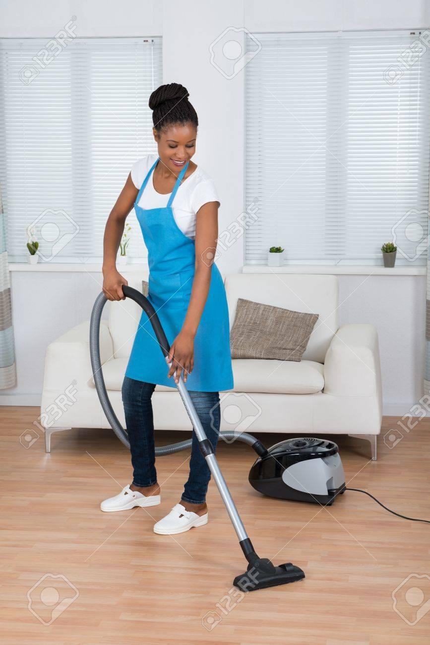 Noir africain femme de ménage sexe