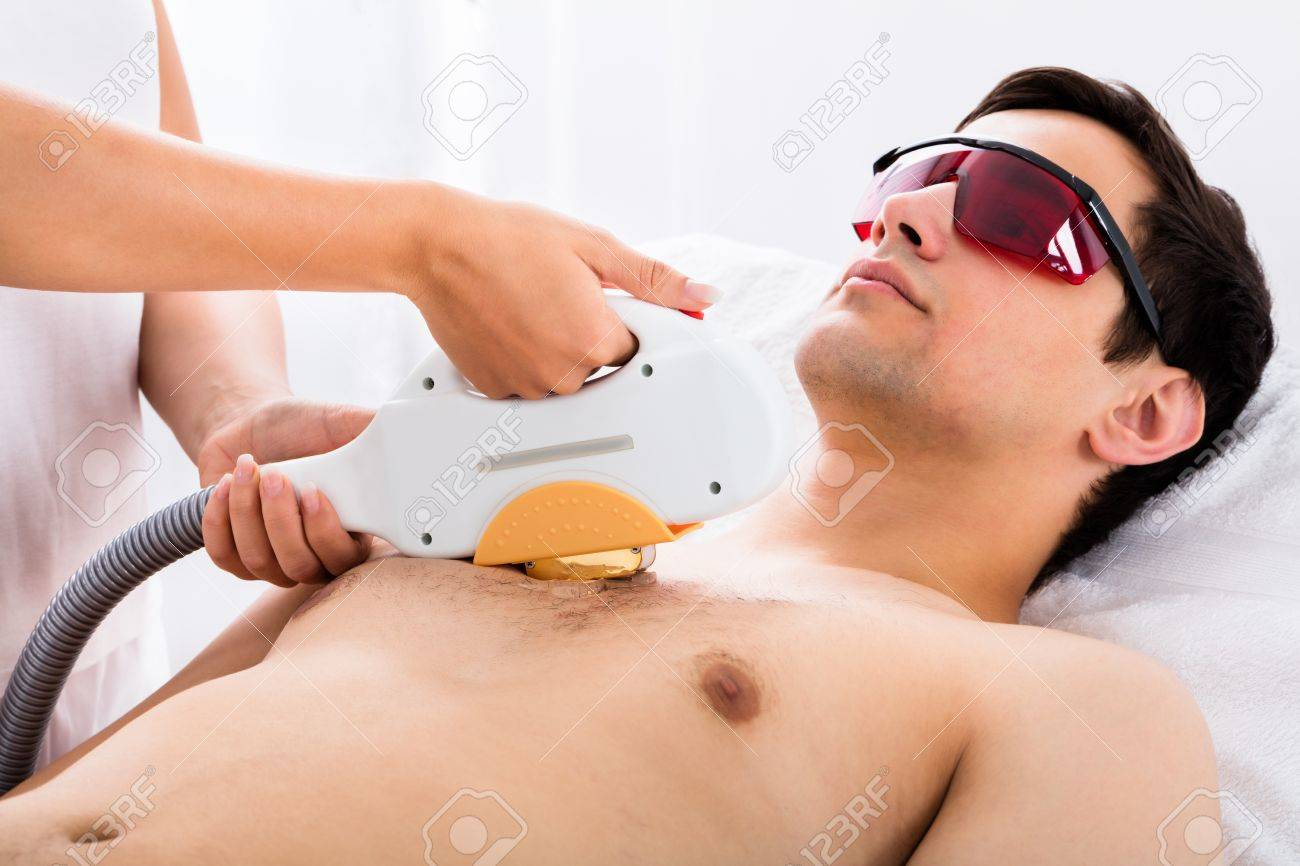 Therapist Giving Laser Epilation Treatment To Young Man In Spa Standard-Bild - 65319919