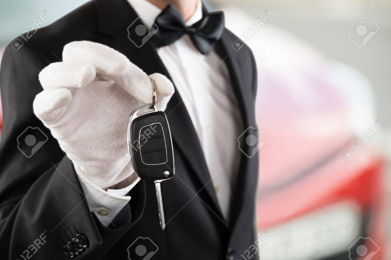 Close-up Of A Valet Boy Holding A Car Key Outside The Car Standard-Bild - 72006612