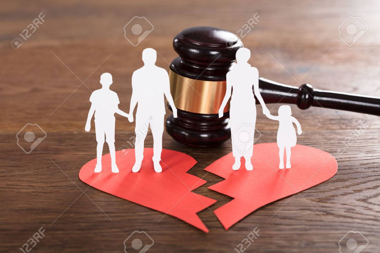 Close-up Of A Family Paper Cut On Broken Heart With A Gavel At Wooden Desk Standard-Bild - 75949162