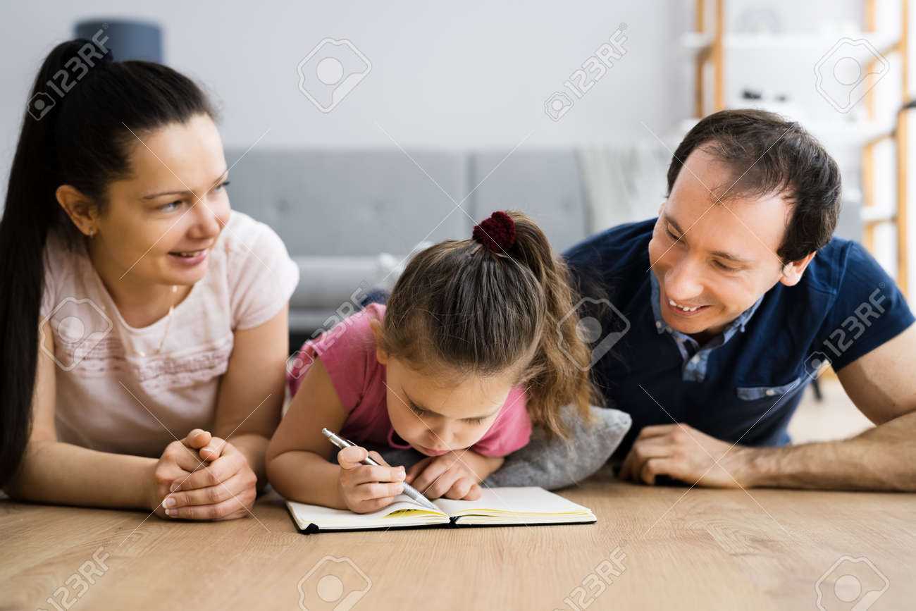 Creative Family Fun Together With Child Drawing - 165114010