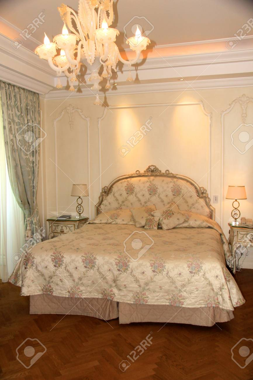 Typical hotel room - deluxe Stock Photo - 10681905