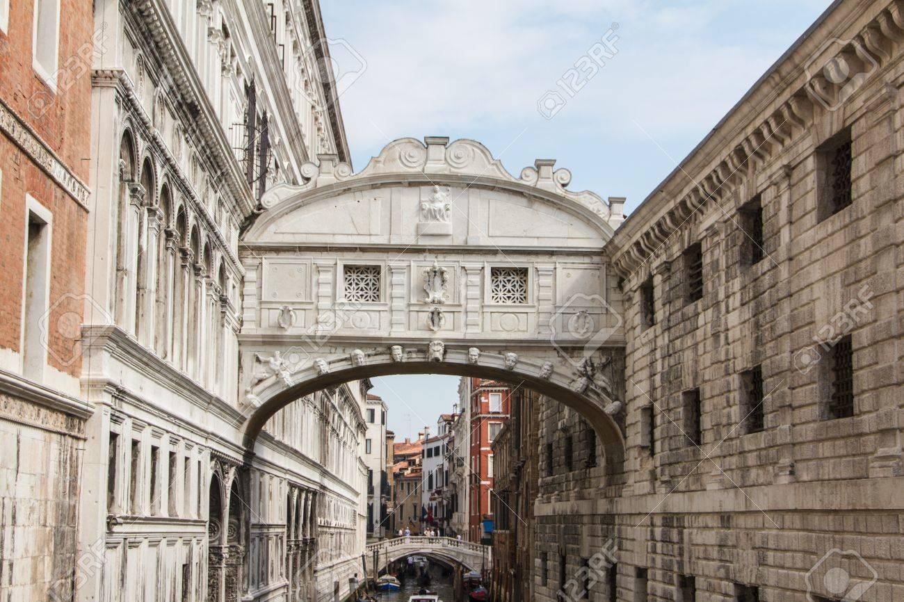 The bridge of sighs - Venice Stock Photo - 16606902